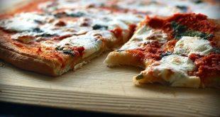 Come fare la pizza - immagine di pizza in teglia